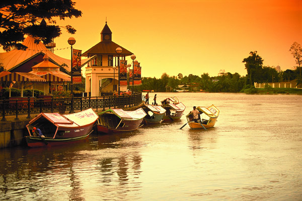 Kuching and the water taxi's