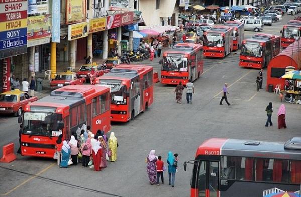 kota bharu men Kota bharu is de hoofdstad van de deelstaat kelantan het is een islamitische deelstaat schrik nu niet, want heel indonesië is islamitisch en dat vindt men.